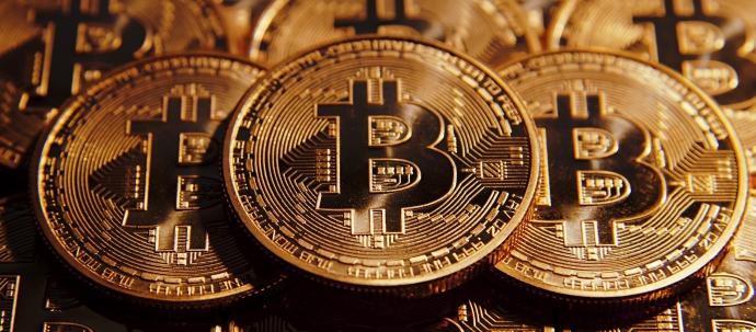 """العملة المشفرة """"البيتكوين"""": طبيعتها، طريقة عملها وأكثر"""