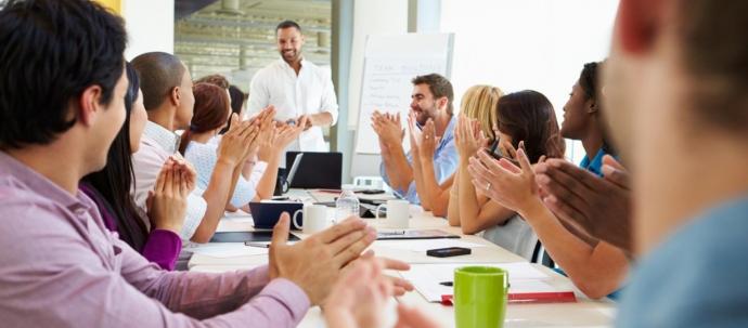 هل تحفيز الموظف يؤدي فعلاً إلى زيادة الإنتاجية؟