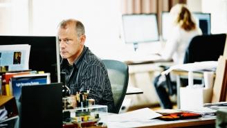 كيف يمكنك كمدير التعامل مع موظف يكبرك سناً؟